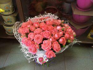 Букет из кустовых роз с доставкой