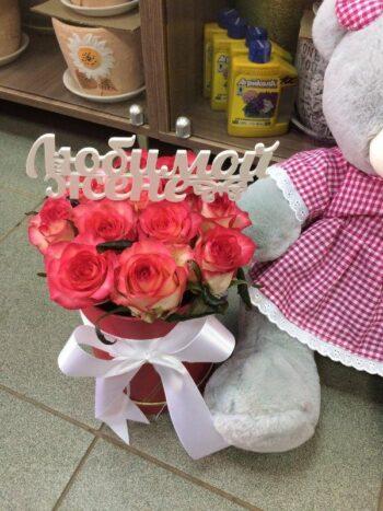 В наборе мягкая игрушка, шляпная коробка из 11 роз + топпер.