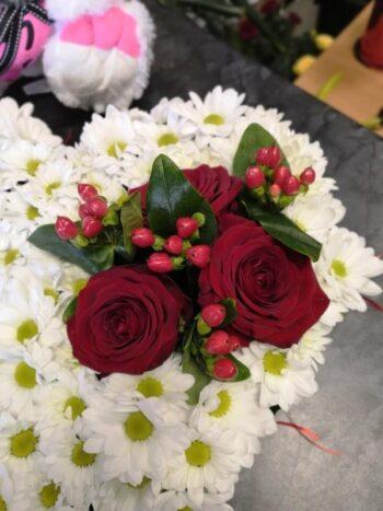 Букет из цветов в виде сердца с доставкой в Янауле