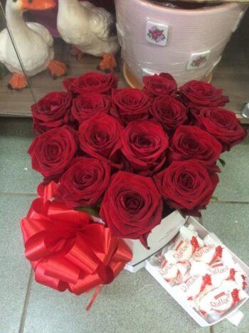 Розы в шляпной коробке в Янауле с доставкой