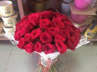 букет из 55 роз с доставкой в Янауле