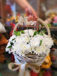 Цветочная корзина из хризантем