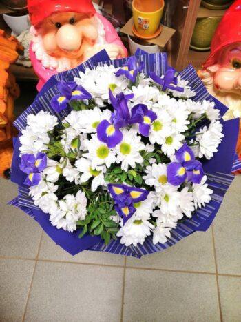 миксовый букет с хризантемами