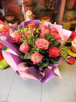 Букет из 11 роз сорта Хай энд Хеппи