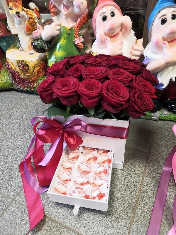 Шляпная коробка 21 роза