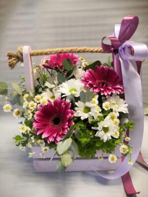 Цветы в декоротивном ящике янаул