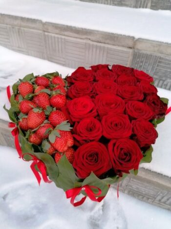 сердце из роз и клубники в Янауле