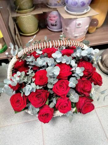 Букет 31 роза в корзине в Янауле